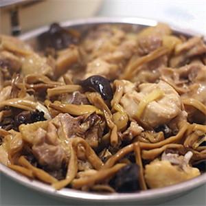 黄花菜木耳红枣蒸鸡