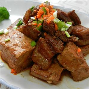 五花肉烧冻豆腐
