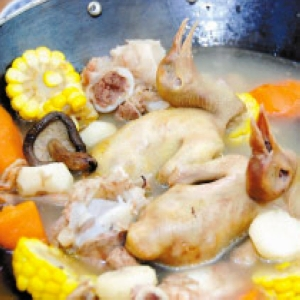 玉米炖肉鸽