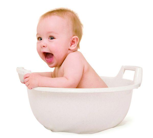 就很容易让宝宝回应,然后就可以尽情享受宝宝最天真无邪的笑容和银铃